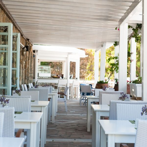 The Pythari restaurant of the San Marco Mykonos Luxury Hotel is ideal for breakfast, lunch or dinner