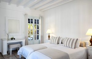 The classic garden view rooms of the San Marco Mykonos Hotel in Houlakia Bay are ideal for relaxing.