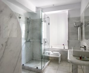 Bathroom of the Junior Open Plan Sea View Suites at San Marco Hotel & Villas in Mykonos